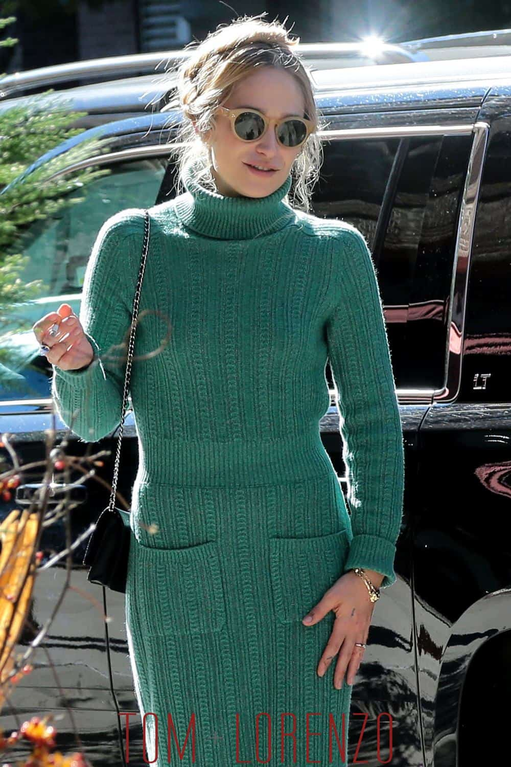 tight-turtlenecks-trend-2016-37