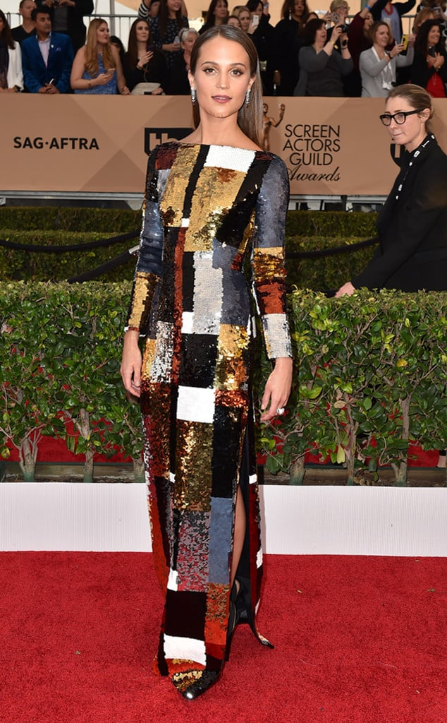 2016-sag-awards-red-carpet-alicia-viklander
