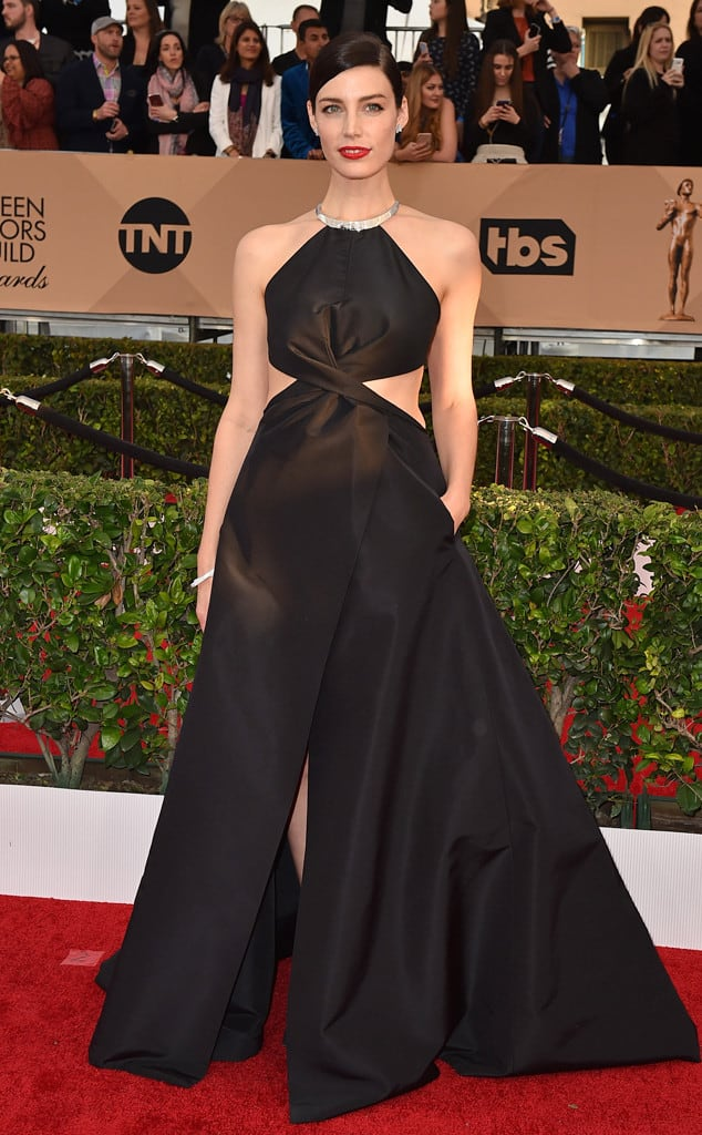 2016-sag-awards-red-carpet-jessica-pare