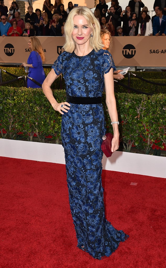 2016-sag-awards-red-carpet-naomi-watts