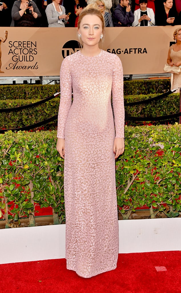 2016-sag-awards-red-carpet-saoirse-ronan