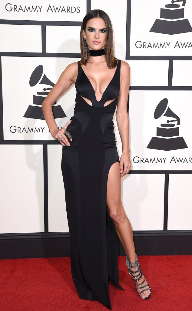 Alessandra-Ambrosio-2016-grammys-red-carpet