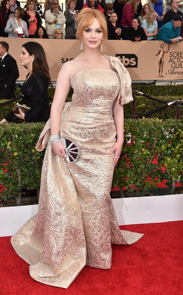 christina-hendricks-2016-sag-awards-red-carpet-