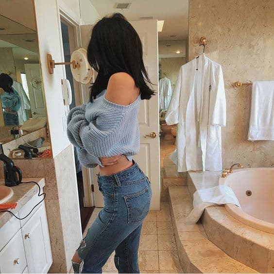 kylie-jenner-the-wedgie-jeans-