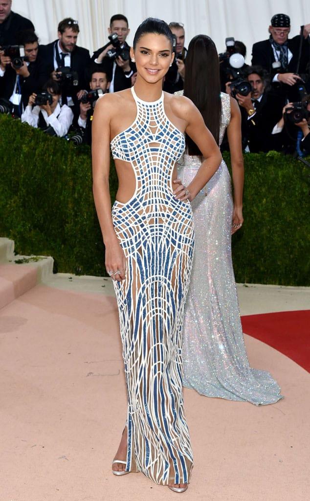 Kendall-Jenner-met-gala-2016-red-carpet