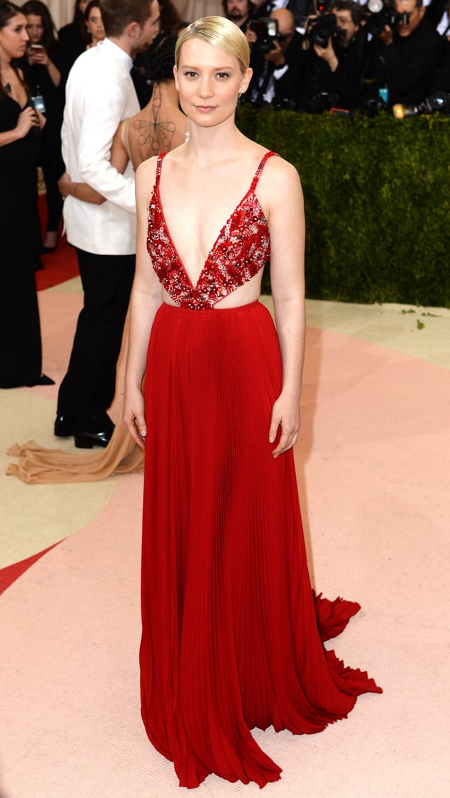 5/2/2016 - Mia Wasikowska attending The Metropolitan Museum of Art Met Gala 2016, in New York City, USA. Photo Credit should read: Doug Peters/EMPICS Entertainment  (Photo by PA Images/Sipa USA)