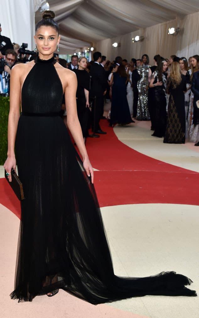 Taylor-Hill-met-gala-2016-red-carpet