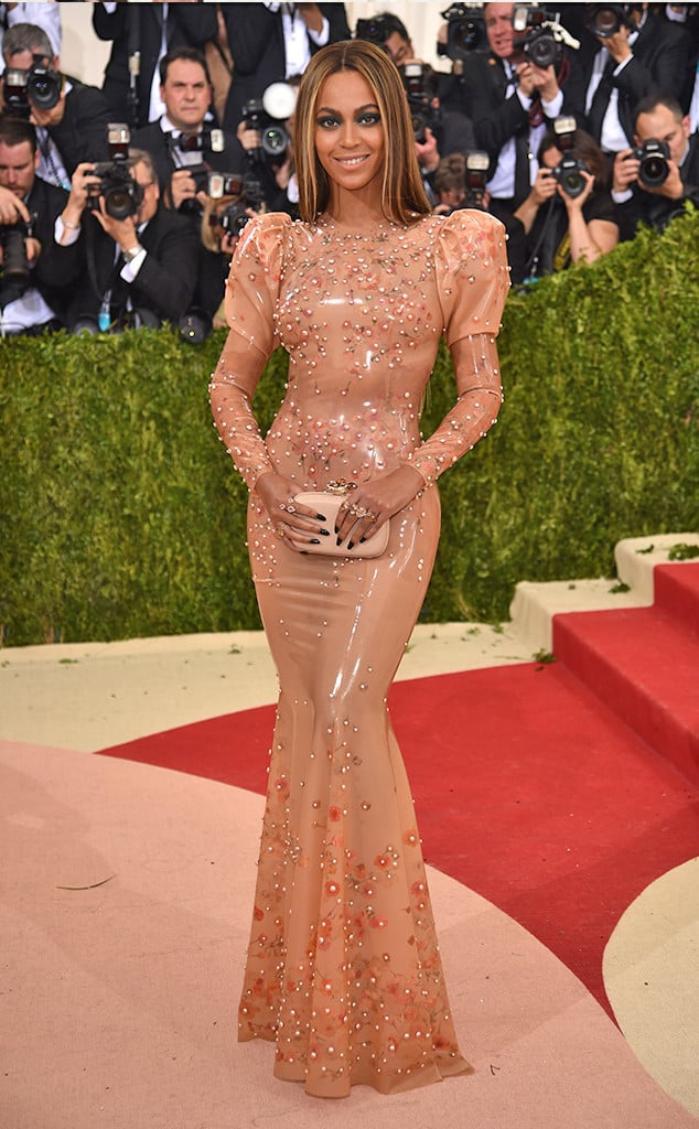met-gala-2016-red-carpet-bey