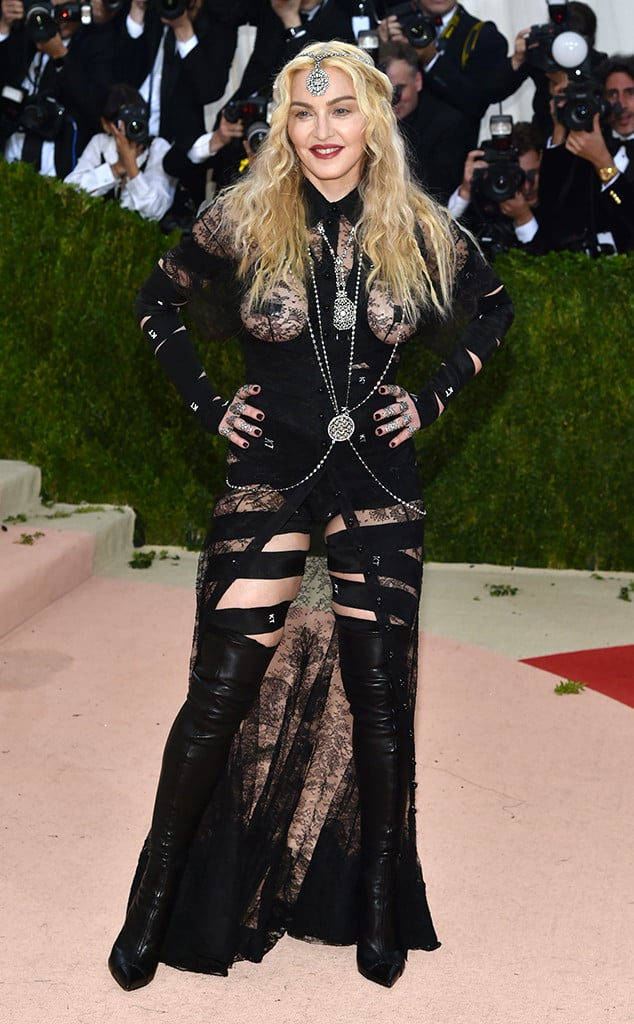 met-gala-2016-red-carpet-madonna