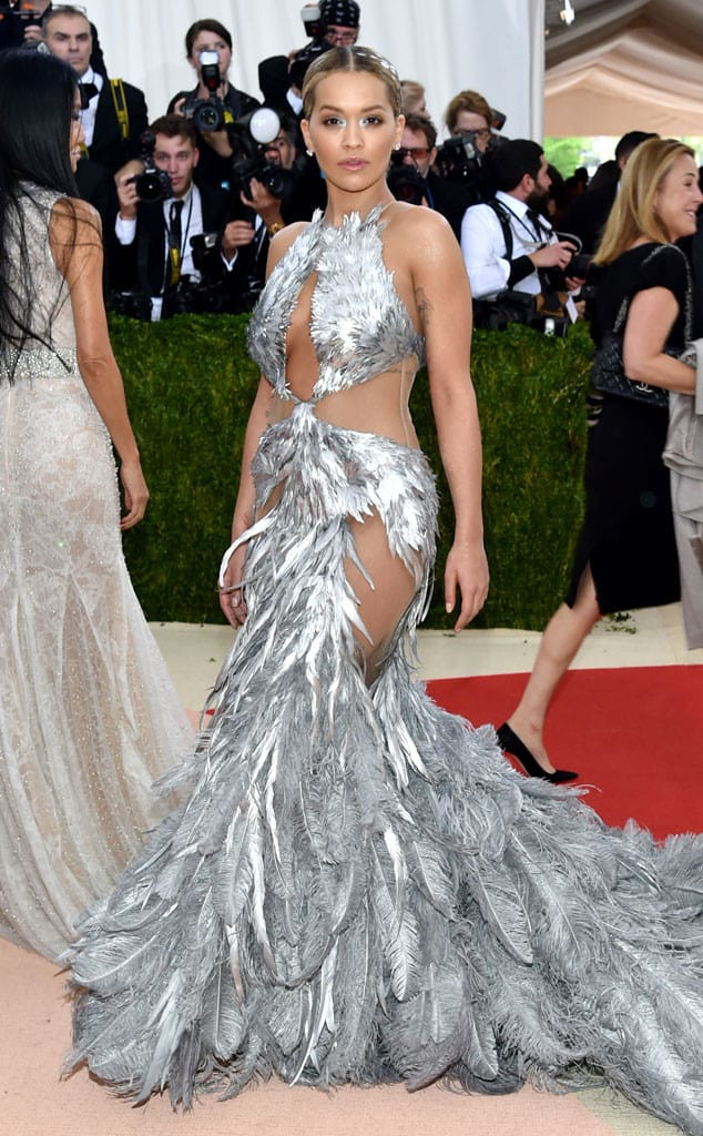 met-gala-2016-red-carpet-rita-ora