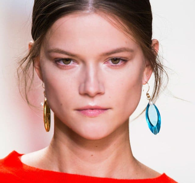 fall-2016-trend-mismatched-earrings-18