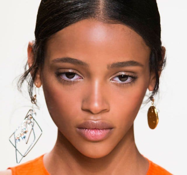 fall-2016-trend-mismatched-earrings-19