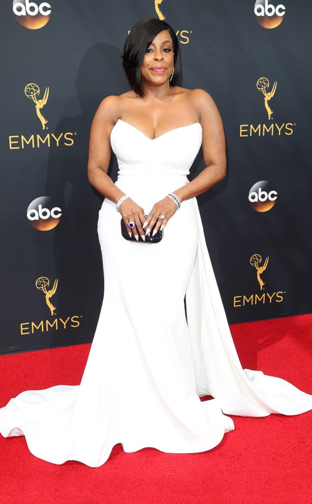 emmys-red-carpet-2016-red-carpet-nash-emmy-awards-red-carpet