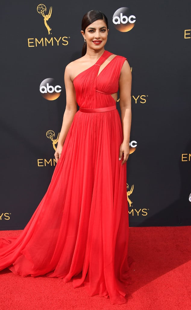emmys-red-carpet-2016-red-carpet-priyanka-chopra-emmy-awards-2016-arrivals