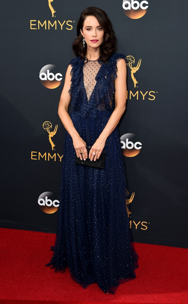 emmys-red-carpet-2016-red-carpet-abigail-spencer-emmy-awards-2016