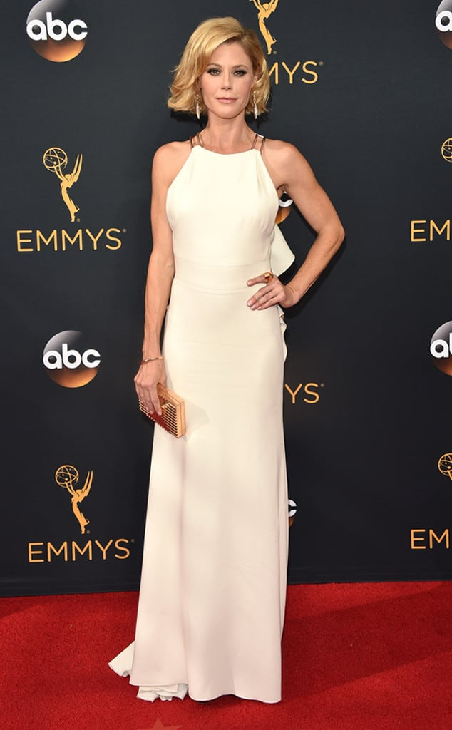 emmys-red-carpet-2016-red-carpet-arrivals-julie-bowen