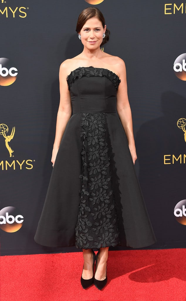 emmys-red-carpet-2016-red-carpet-arrivals-maura-tierney