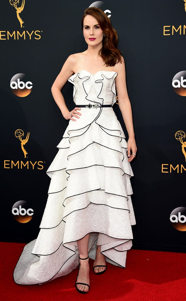 emmys-red-carpet-2016-red-carpet-michelle-dockery-emmy-awards-2016