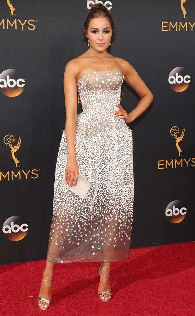 emmys-red-carpet-2016-red-carpet-olivia-culpo-emmy-awards-2016