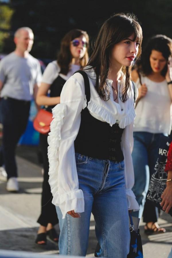 the-corset-trend-2017-street-style-14