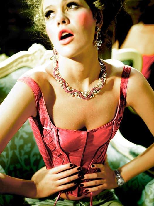 the-corset-trend-2017-street-style-6