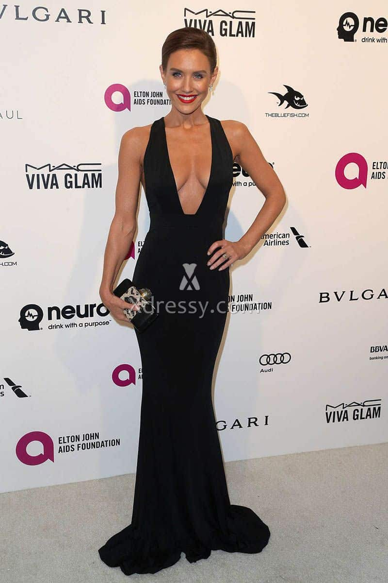 nicky-whelan-plunging-black-slim-mermaid-evening-dress-oscars-2016-1