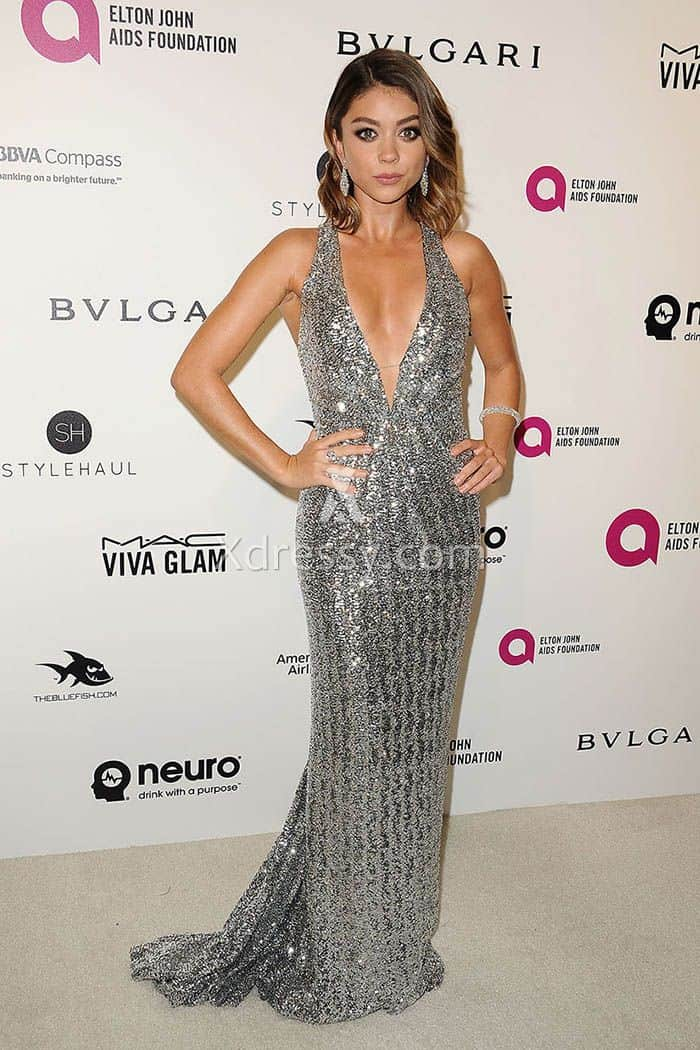 sarah-hyland-silver-sequin-plunging-celebrity-prom-dress-oscars-2016-red-carpet-1