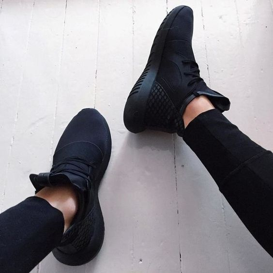 wonderful nike all black sneakers